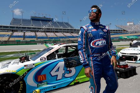 Bubba Wallace (43) waits for the start of a NASCAR Cup Series auto race, in Sparta, Ky