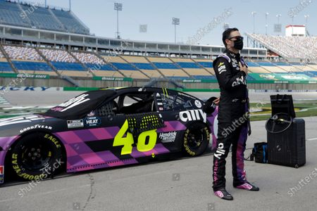 Photo libre de droits de Jimmie Johnson stands for the National Anthem before the start of a NASCAR Cup Series auto race, in Sparta, Ky