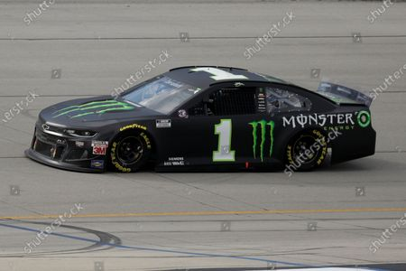 Kurt Busch (1) drives during a NASCAR Cup Series auto race, in Sparta, Ky