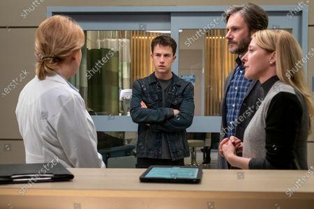 Dylan Minnette as Clay Jensen, Josh Hamilton as Mr. Jensen and Amy Hargreaves as Mrs. Lainie Jensen