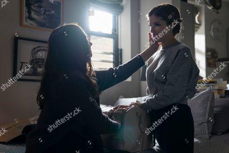 Nadia Quinn as Lola and Anna Kendrick as Darby