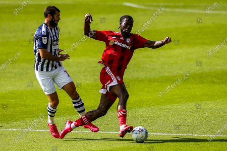 Neeskens Kebano of Fulham takes on Charlie Austin of West Bromwich Albion