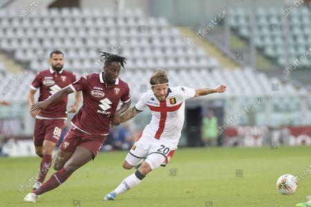 Olympic Grande Torino Stadium, Turin, Piedmont, Italy; Soualiho Meite of Torino FC challenges Lasse Schone of Genoa FC; Serie A Football, Torino versus Genoa.