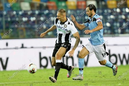 Udinese's Lukasz Teodorczyk (L) and Lazio's Marco Parolo in action during the Italian Serie A soccer match between Udinese Calcio and SS Lazio in Udine, Italy, 15 July 2020.