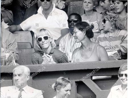 Martina Navratilova - Tennis Player - 1987 Dr Renee Richards Grips The Hand Of Martina Navratilova In The Stand Above Centre Court After Watching Graf Defeat Evert At Wimbledon. Picture Desk ** Pkt5125-374334