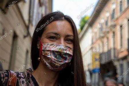 Milan digital fashion week at the Etro Fashion Show host the beautiful Marica Pellegrinelli.