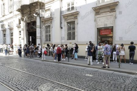 In line, from 10 am in fRonnt of Palazzo Saluzzo Paesana, for the movie which will be directed by Ron Moss