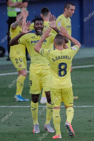 Villarreal's Anguissa (L) celebrates with teammate Santi Cazorla after scoring the 1-0 during the Spanish LaLiga soccer match between Villarreal CF and SD Eibar held at La Ceramica stadium, in Villarreal, Spain, 19 July 2020.
