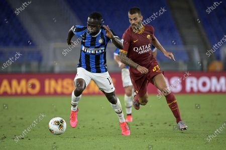Inter's Victor Moses (L) in action against Roma's Leonardo Spinazzola (R) during the Italian Serie A soccer match between AS Roma and FC Inter at the Olimpico stadium in Rome, Italy, 19 July 2020.