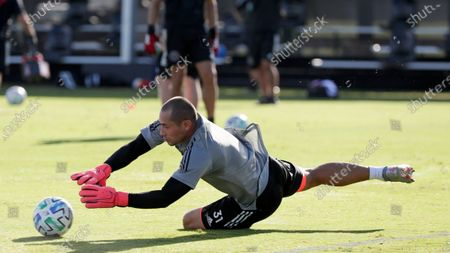 Inter Miami goalkeeper Luis Robles (31) warms up before an MLS soccer match against New York City FC, in Kissimmee, Fla