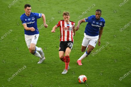 Stock Picture of Ben Osborn (C) of Sheffield in action against Michael Keane (L) and Djibril Sidibe of Everton during the English Premier League match between Sheffield United and Everton in Sheffield, Britain, 20 July 2020.