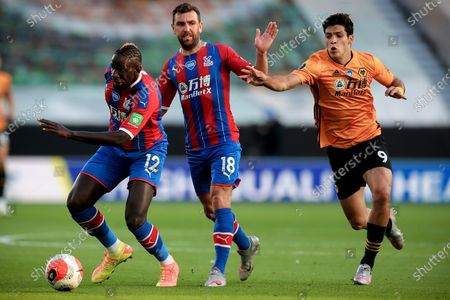 Crystal Palace's Mamadou Sakho (L) and his teammate James McArthur (C) in action against Wolverhampton's Raul Jimenez (R) during the English Premier League soccer match between Wolverhampton Wanderers and Crystal Palace in Wolverhampton, Britain, 20 July 2020.