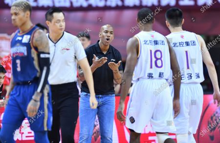 Stephon Marbury (C), head coach of Beijing Royal Fighters, gives instructions during a match between Beijing Royal Fighters and Nanjing Monkey Kings at the 2019-2020 Chinese Basketball Association (CBA) league in Qingdao, east China's Shandong Province, July 21, 2020.