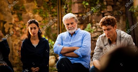 Sabrina Amali as Layla, Peter Simonischek as Eduard Sporck and Daniel Donskoy as Ron
