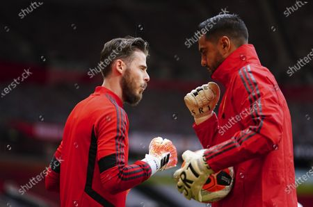 Goalkeeper David De Gea of Manchester United warms up with Sergio Romero