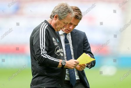 Fulham Manager Scott Parker and Stuart Gray before the start of the match