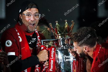 Liverpool's head coach Juergen Klopp (L) lifts the Premier League trophy following the English Premier League soccer match between Liverpool FC and Chelsea FC in Liverpool, Britain, 22 July 2020.