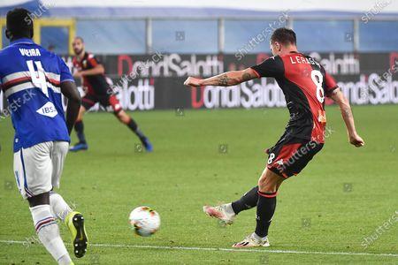 Genoa's Lasse Schone (R) scores a goal during the Italian Serie A soccer match between UC Sampdoria vs Genoa CFC at the Luigi Ferraris stadium in Genoa, Italy 22 July 2020.