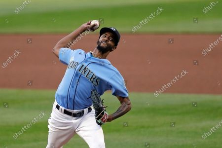 Seattle Mariners pitcher Carl Edwards Jr. throws during an intrasquad baseball game, in Seattle