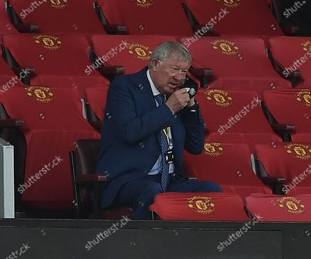 Sir Alex Ferguson puts on his mask