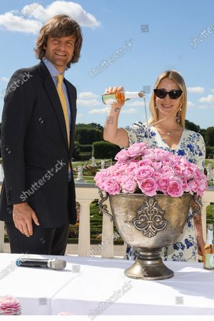 """Baptism of roses in Herrenhausen Castle, after """"Elector Sophie"""" and """"King George I."""" a third rose breed is now coming onto the market, Prince Ernst August Erbprinz von Hannover and his wife Ekaterina christened the pink hybrid rose in the name of 'Queen Marie '. The godparents were Ronald Clark, director of the Herrenhausen Gardens, as well as Wilhelm-Alexander Kordes and Thomas Proll from the Rose School W. Kordes' sons."""