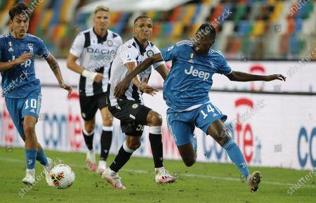 Blaise Matuidi of Juventus gets past Udinese's Rodrigo Becao.