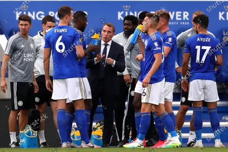 Manager of Leicester City, Brendan Rogers speaks with his players during the Premier League match between Leicester City and Sheffield United at King Power Stadium. (Final Score; Leicester City 2 - 0 Sheffield United)