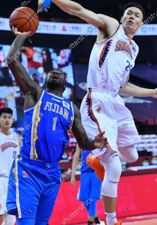 Ty Lawson (L) of Fujian Sturgeons competes during a match between Fujian Sturgeons and Shanghai Sharks at the 2019-2020 Chinese Basketball Association (CBA) league in Qingdao, east China's Shandong Province, July 24, 2020.