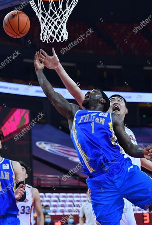 Ty Lawson (front) of Fujian Sturgeons goes up for a basket during a match between Fujian Sturgeons and Shanghai Sharks at the 2019-2020 Chinese Basketball Association (CBA) league in Qingdao, east China's Shandong Province, July 24, 2020.
