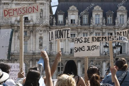 About thirty people gathered to demand the resignation of the cultural assistant Christophe Girard