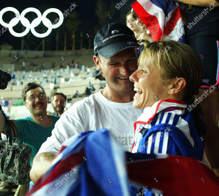 Tracey Morris Gb Runner With Husband Paul After Finishing The Womans Marathon In 2004 Olympic Games In Athens