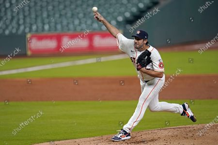 Houston Astros starting pitcher Justin Verlander throws against the Seattle Mariners during the third inning of a baseball game, in Houston