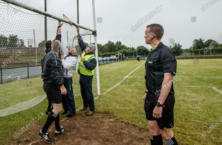 Thurles Sarsfields vs Kilruane MacDonaghs. Referee Michael Kennedy watches as the nets are prepared before the game