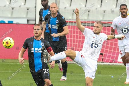 Club's Ruud Vormer and Lille's Maxime Wackers fight for the ball during a friendly soccer game between Club Brugge KV and French team Lille OSC, during the 'Brugse Metten', Saturday 25 July 2020 in Brugge, in preparation of the upcoming 2020-2021 season.