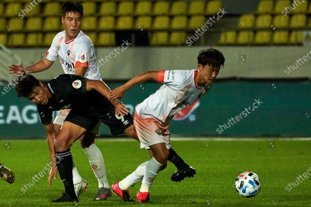 Kim Hyun-sung of Seongnam FC competes for the ball with Lee Jae-Kwon of Gangwon FC during 2020 K League 1 match between Gangwon FC and Seongnam FC at the tancheon stadium in Seongnam, South Korea, on July 25, 2020.
