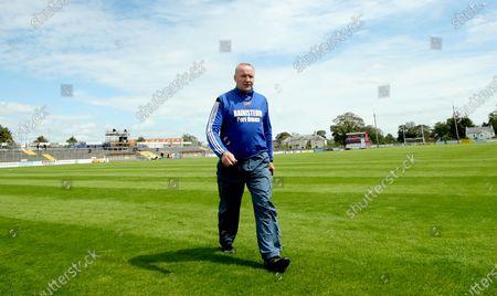 Sarsfields vs Portumna. Portumna manager John Madden