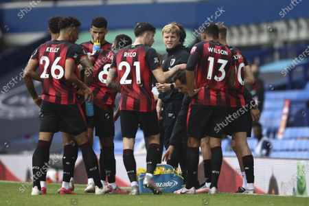 Bournemouth's manager Eddie Howe talks with his team during the break at a English Premier League soccer match between Everton and Bournemouth at Goodison Park in Liverpool, England