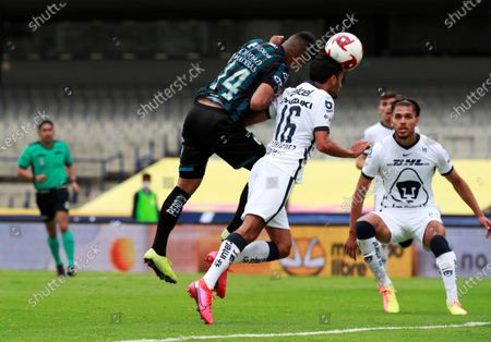 Pumas UNAM's Jeronimo Rodriguez (C) in action against Queretaro's Omar Islas (L) during a match of the Apertura 2020 Tournament played at the Olimpico Universitario Stadium, in Mexico City, Mexico, 26 July 2020.