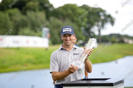Michael Thompson holds the trophy after winning the 3M Open golf tournament in Blaine, Minn., . (AP Photo/Andy Clayton- King