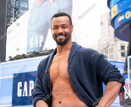 ภาพสต็อกของ Actor Isaiah Mustafa poses during Old Spice products promotion on Times Square