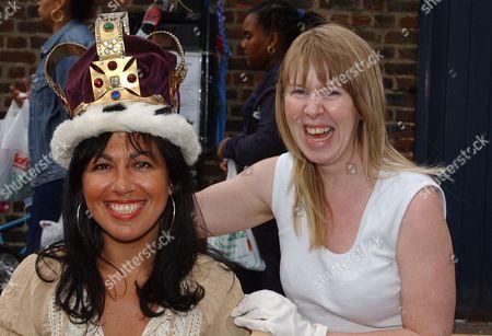 Queen Elizabeth II Golden Jubilee Celebrations June 2002.. Jubilee Street Party In Roman Road Bow East London. L-r Angela Kyprianou Is Crowned For The Day As Jubilee Queen In Roman Road By Vicky Wright.