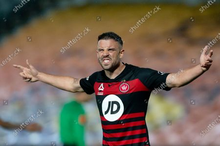 Western Sydney Wanderers defender Matthew Jurman (6) argues with the assistant referee