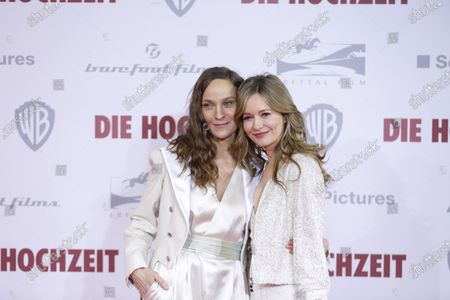Jeanette Hain and Stefanie Stappenberg on the red carpet in front of the Zoo Palace.