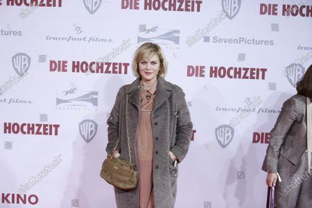 Anna Loos on the red carpet in front of the Zoo Palace.