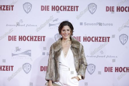 Christina Hecke on the red carpet in front of the Zoo Palace.
