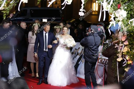"""Til Schweiger as best man at the free wedding with the newlyweds Nadine Thomas and Mario Koras on the red carpet at the world premiere of """"The Wedding"""" in the Zoopalast."""