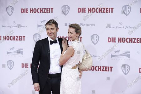 Simone Hanselmann and her new partner Guido Broscheit on the red carpet in front of the Zoo Palace.