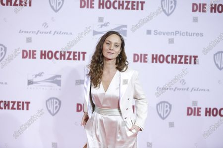 Jeanette Hain on the red carpet in front of the Zoo Palace.