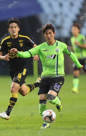Editorial photo of Jeonbuk midfielder dribbles, Jeonju, Korea - 15 Jul 2020