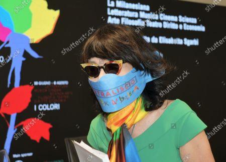 Elisabetta Sgarbi with mask
